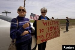 Supporters wait for U.S. presidential candidate and former Secretary of State Hillary Clinton to arrive to campaign for the 2016 Democratic presidential nomination at Kirkwood Community College in Monticello, Iowa April 14, 2015. Clinton, who announced on