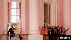 "Família Biden assiste aos fogos de artifício a partir da Casa Branca, no encerramento do programa especial ""Celebrando a América"""