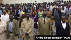Les enseignants du du Tchad fêtant le 5 octobre 2017, à N'djamena, le 13 decembre 2017. (VOA/André Kodmadjingar).