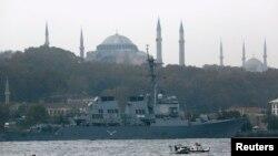 Amerikan muhribi USS Ross İstanbul'dan ayrılmaya hazırlanırken