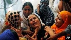خانواده های قربانیان حادثۀ انفجار در مسجد واقع در جمرود پشاور