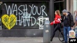 Coronavirus inspires world graffiti