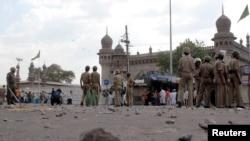 دھماکے کے بعد مکہ مسجد کے باہر پولیس کی بھاری نفری تعینات کر دی گئی تھی۔ 18 مئی 2007