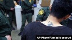 El arresto diario de menores en la frontera se redujo de 200 a 300 niños no acompañados.