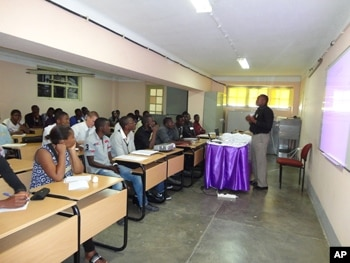 Professores apelam a manisfesta o s bado no lubango for Sala 976 latin palace