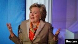 Hillary Clinton reconoce que cometió errores durante la campaña electoral.