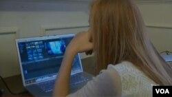 """Para remaja di sekolah di Maryland melawan """"bullying"""" dengan kreativitas."""