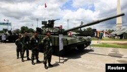 روسی ساختہ ٹینک ٹی 72 بی، فائل فوٹو