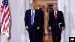 Novoizabrani predsednik Donald Tramp u društvu Endrjua Pazdera