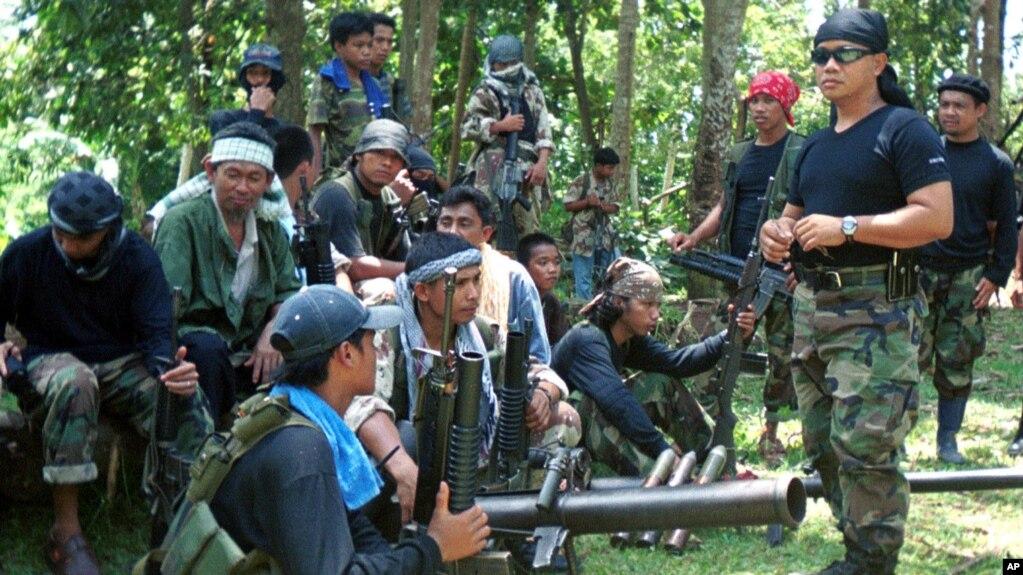 Các chiến binh thuộc nhóm Hồi giáo Abu Sayyaf ở Basilan, Philippines. (Ảnh tư liệu)