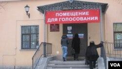 Вход на избирательный участок