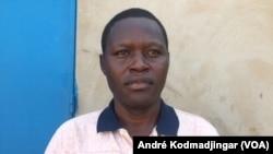 Dingamnayal Nabaye Charlot l'un des porte-paroles des enseignants vacataires à N'Djamena, 22 septembre 2019. (VOA/André Kodmadjingar).