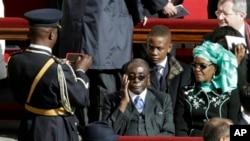 លោកប្រធានាធិបតី រ៉ូប៊ឺត មូហ្គាបេ (Robert Mugabe)