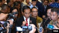 Presiden Joko Widodo memberikan keterangan mengenai penanganan gempa di Aceh, di Bali Nusa Dua Convention Center, Rabu, 7 Desember 2016. (foto: Andylala/VOA).