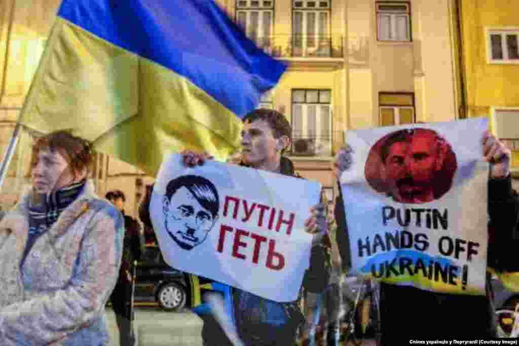 """Лісабон """"Сам мітинг, пройшов у піднесеній атмосфері, адже кожного українця не залишило байдужим несамовита підступність політики Путіна щодо нашої Батьківщини. Тепер ні у кого вже не викликає сумніву, що метою московської агресії є навіть не заволодіння територіально Кримом, але не дати Україні вирватися зі сфери кремлівського впливу"""", - йдеться у прес-релізі Спілки українців Португалії."""
