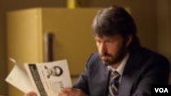 'Argo' หนังใหม่ของ Ben Affleck ที่นอกจะแสดงนำแล้วยังกำกับเองอีกด้วย ตื่นเต้นน่าดูหรือไม่ รัตพล อ่อนสนิท และนิตยา มาพึ่งพงศ์มาเล่าให้ฟัง