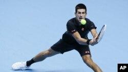 Petenis Serbia Novak Djokovic berhasil meraih gelar juara dunia Federasi Tenis Internasional untuk tahun 2012, Selasa (11/12) (Foto: dok).