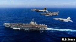 Máy bay Mỹ bay trên hàng không mẫu hạm USS Carl Vinson ở Thái Bình Dương hôm 20/1.