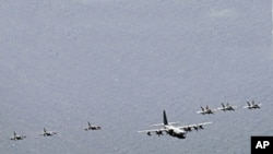 美國航空母艦喬治‧華盛頓號與艦上飛機