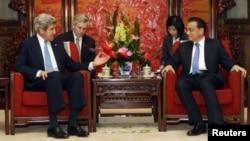 Antes de reunirse con el presidente Xi Jinping, John Kerry se entrevistó en Pekín con el primer ministro, Li Keqiang.