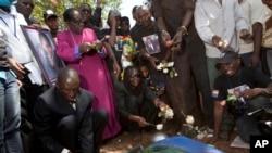 Mutane a Uganda suke bayyana bakin cikinsu kan kisan wani dan kasar mai fafutukar kare 'yan luwadi kamarsa da aka kashe a 2011.