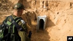 اسرائیل میگوید جمهوری اسلامی و حزبالله از طریق این تونلها برای حماس تجهیزات نظامی می فرستد.