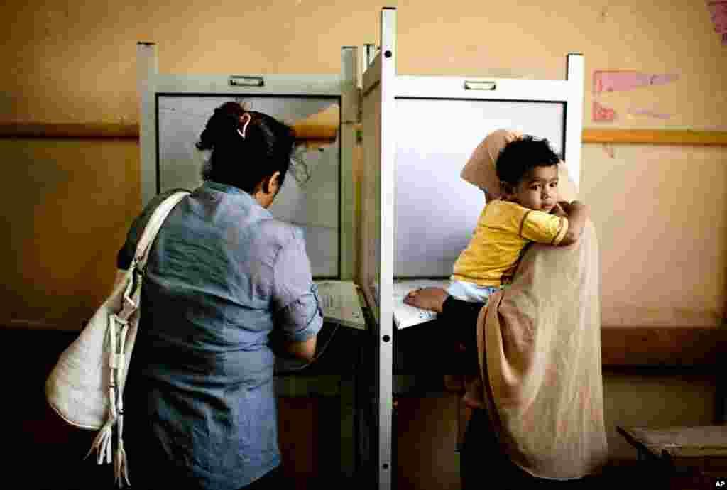 Єгиптянки на виборчій дільниці у четвер, другий день виборів.