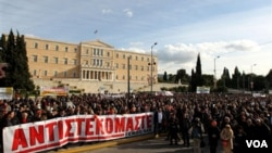 Yunani telah dilanda sejumlah pemogokan sejak pemerintah menerima dana talangan 145 miliar dolar dari Uni Eropa dan IMF bulan Mei lalu.