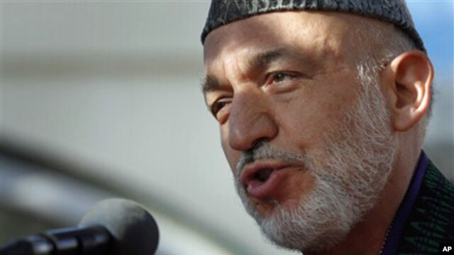 Afghan President Hamid Karzai speaks to the media after offering the Eid al-Adha's prayers  at the presidential palace in Kabul, Afghanistan, 16 Nov. 2010.