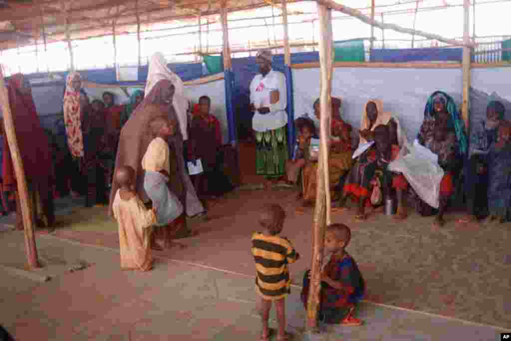 A group of new arrivals at Hilaweyn Refugee Camp is screened for signs of malnutrition. VOA - P. Heinlein