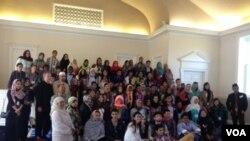 Masjid IMAAM Center di Silver Spring, Maryland, AS, saat menerima kunjungan pelajar dari berbagai negara di dunia (foto: VOA/Vina).