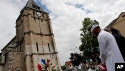 دروازههای کلیساها در سرتاسر فرانسه روز یکشنبه به روی مسلمانان باز بود