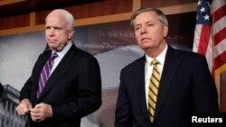 Los senadores John McCain y Lindsey Graham buscarán acuerdos con el presidente Obama.