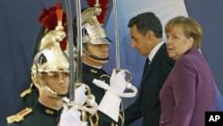 法国总统萨科齐和德国总理默克尔11月2日抵达戛纳