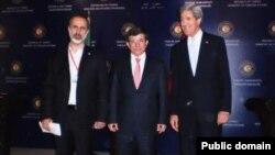 ABD Dışişleri Bakanı John Kerry, Suriye muhalefet lideri Moaz el-Katip ve Dışişleri Bakanı Ahmet Davutoğlu ile