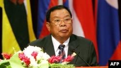 ທ່ານ ບຸນຍັງ ວໍລະຈິດ ຕອນທີ່ຍັງເປັນ ນາຍົກລັດຖະມົນຕີ ແຫ່ງ ສປປ. ລາວ ກ່າວພິທີເປີດກອງປະຊຸມລັດຖະມົນຕີ ຂອງອາຊຽນ (ASEAN) ປະຈຳປີ ຄັ້ງທີ 36 ຢູ່ທີ່ນະຄອນຫຼວງວຽງຈັນ, ເມື່ອວັນທີ 26 ກໍລະກົດ 2005.
