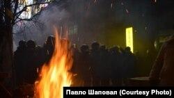 """Ніч """"непрошених гостей"""" на Євромайдані. ФОТО"""