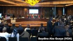Sommet extraordinaire des chefs d'États de l'UEMOA à Dakar, le 3 décembre 2019. (VOA/Seydina Aba Gueye)
