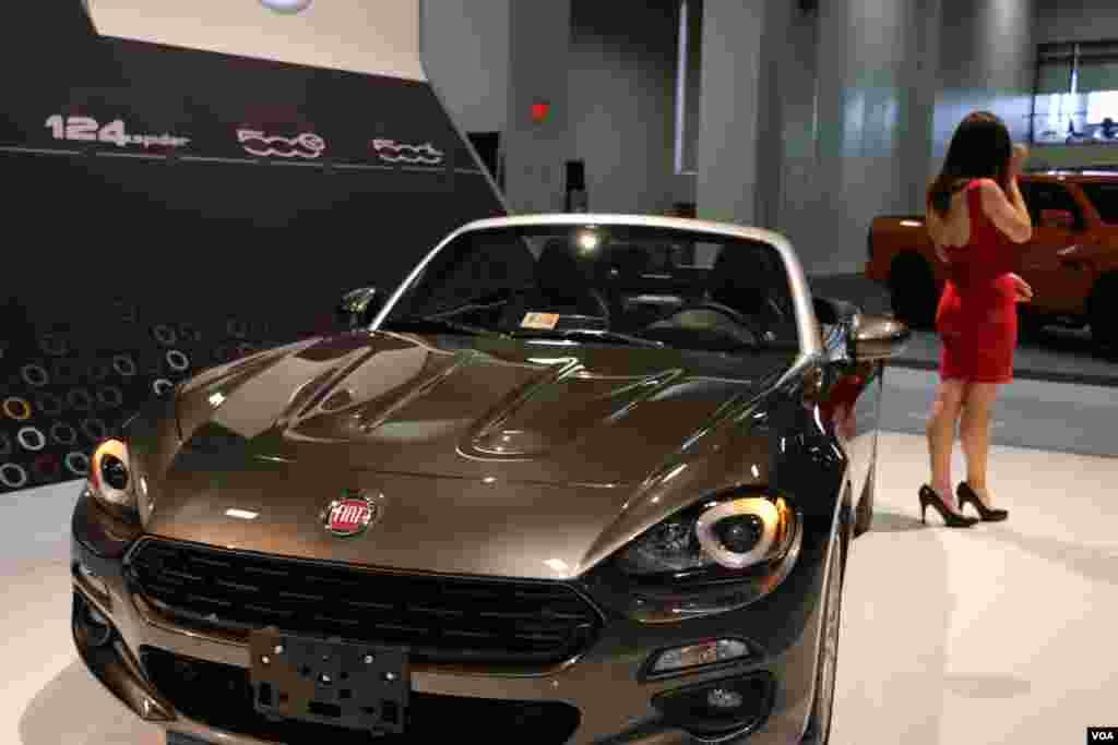 نمایشگاه اتومبیل واشنگتن فیات Model: 124 Spider