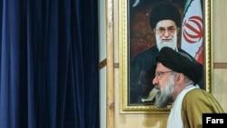"""احمد خاتمی میگوید آیتالله خامنهای یک بار """"بزرگوارانه"""" گزارشی از دفتر خود را به مجلس خبرگان ارسال کرده است."""