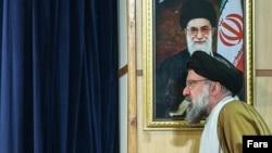 احمد خاتمی میگوید گاهی برخی از اجتماعات تبدیل به میتینگ ضد شورای نگهبان میشود.