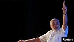 PM India Narendra Modi mengecam Pakistan dalam kunjungannya ke Kashmir, India Selasa 12/8 (foto: dok).