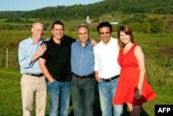 (Soldan sağa) Pazarlama Direktörü Doron Stern, Satış Direktörü Kyle O'Brien, Yoğurt Ustası Mustafa Dogan, Şirket Başkanı Hamdi Ulukaya, İletişim Direktörü Nicki Briggs