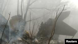 5일 한국 칠곡에 추락한 F-15K 전투기 잔해. 조종사 2명은 모두 사망했다.