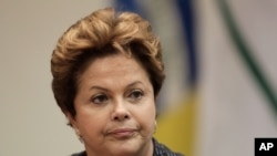 Tổng thống Brazil Dilma Rousseff hứa tổ chức trưng cầu dân ý về một cuộc cải tổ chính trị sâu rộng.