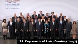 在伯恩开会的二十国集团外长合影,其中有美国国务卿雷克斯·蒂勒森和中国外长王毅(2017年2月16日)