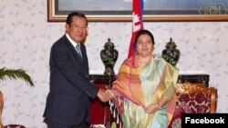 Prime Minister Hun Sen and Nepalese President Bidhya Devi Bhandari meet at the Asia-Pacific Summit 2018 in Nepal, November 30, 2018. (Photo from Facebook, Samdech Hun Sen, Cambodian Prime Minister)