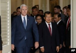FILE - U.S. Vice President Mike Pence, left, walks with his Indonesian counterpart Jusuf Kalla, right, after their meeting in Jakarta, Indonesia, April 20, 2017.