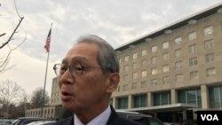 台湾驻美代表高硕泰2019年2月6日在美国国务院对面街角受访(美国之音钟辰芳拍摄)