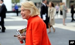 Liz Smith leaves the Celebration of Life Memorial ceremony for Walter Cronkite, Aug. 9, 2009, at Avery Fisher Hall in New York.